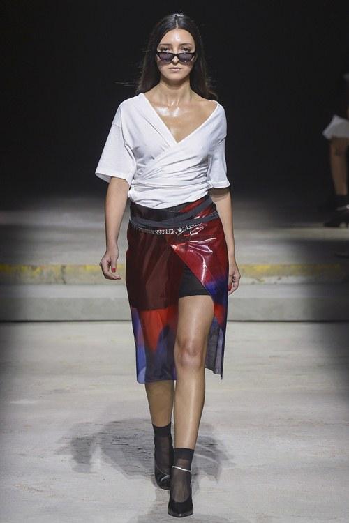 Ngày đầu ra quân tại London Fashion Week, Kim Nhung chễm trệ xuất hiện trên tạp chí Vogue danh giá - 8