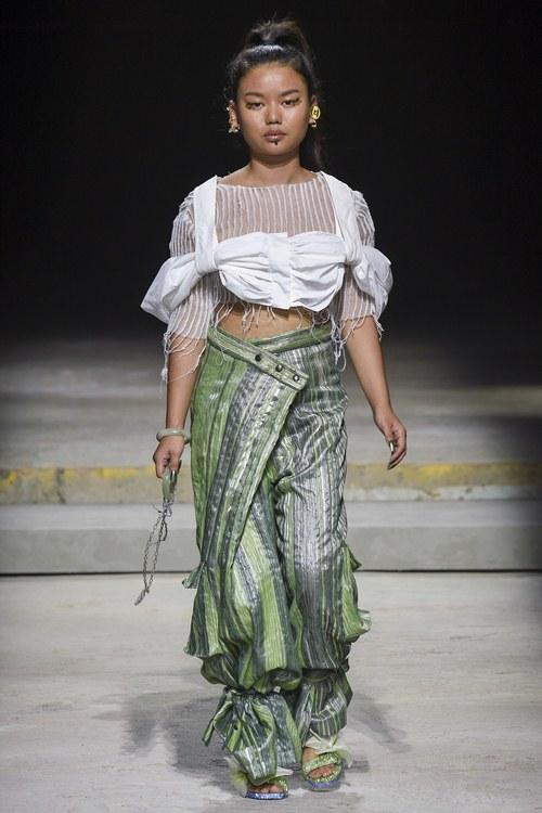 Ngày đầu ra quân tại London Fashion Week, Kim Nhung chễm trệ xuất hiện trên tạp chí Vogue danh giá - 6