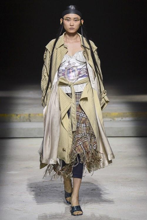 Ngày đầu ra quân tại London Fashion Week, Kim Nhung chễm trệ xuất hiện trên tạp chí Vogue danh giá - 3