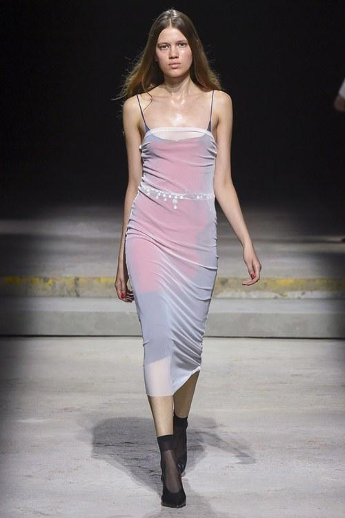 Ngày đầu ra quân tại London Fashion Week, Kim Nhung chễm trệ xuất hiện trên tạp chí Vogue danh giá - 9