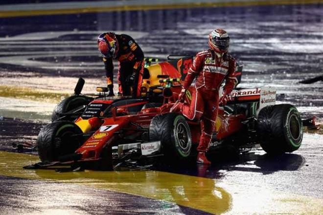 """Video F1, Singapore GP: Thủy chiến 2 xe """"bỏ mạng"""", 8 tay đua bỏ cuộc - 1"""