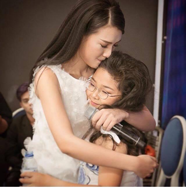 """Hà Hồ, Kim Lý lại lộ """"dấu vết yêu"""" - 6"""
