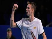 Thể thao - Clip hot tennis: Vừa chạy vừa xỏ háng, Federer cũng phải phục