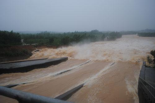 12 hồ chứa khu vực Bắc Trung Bộ nguy cơ mất an toàn - 1
