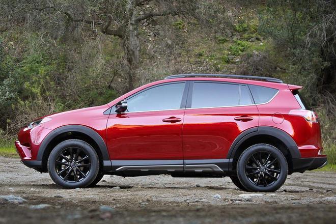 Toyota RAV4 Adventure có giá từ 652 triệu đồng - 2