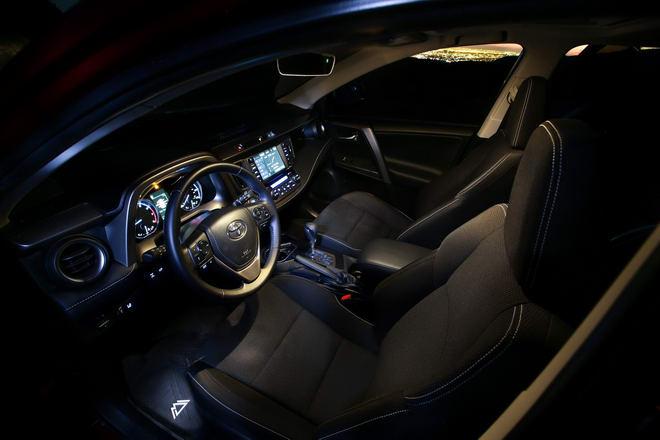 Toyota RAV4 Adventure có giá từ 652 triệu đồng - 3