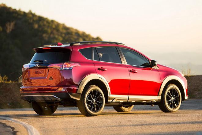 Toyota RAV4 Adventure có giá từ 652 triệu đồng - 4