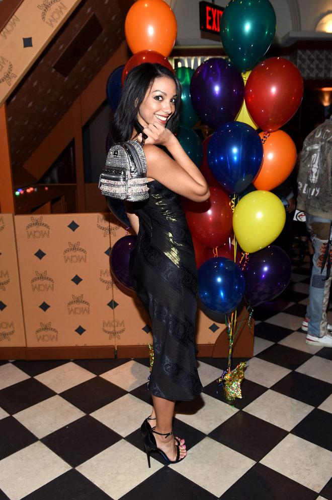 Corinne Foxx quyến rũ trong trang phục vải Thái Tuấn - 3
