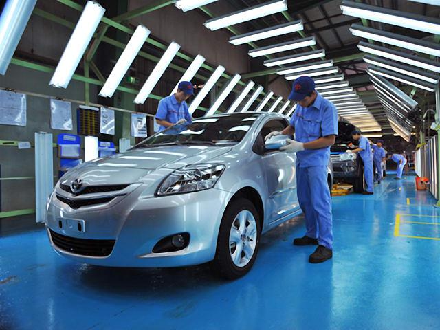 Ô tô Việt khóc, cười vì chính sách thuế mới - 1