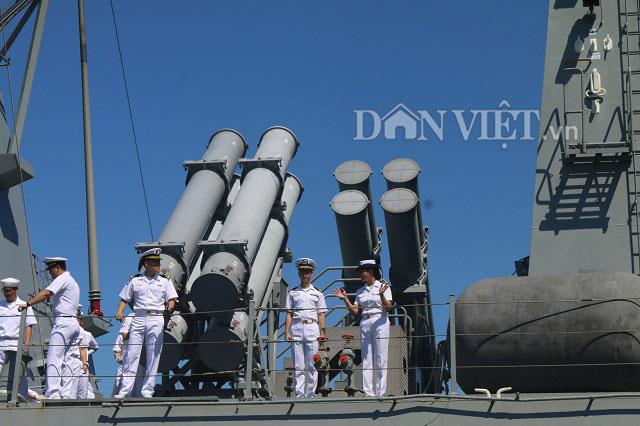 """Ngắm độ """"khủng"""" của chiến hạm Hải quân Hàn Quốc ở cảng Tiên Sa - 3"""
