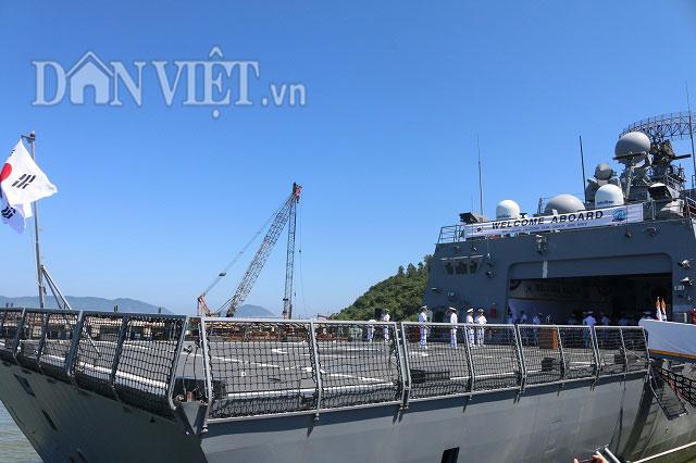 """Ngắm độ """"khủng"""" của chiến hạm Hải quân Hàn Quốc ở cảng Tiên Sa - 9"""