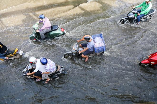 Lý giải nguyên nhân sấm sét đùng đùng, chớp sáng cả đêm ở Sài Gòn - 2