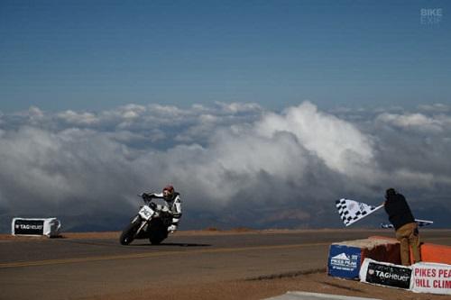 """Cận cảnh """"nhà vua"""" chinh phục giải đua Pikes Peak - 9"""