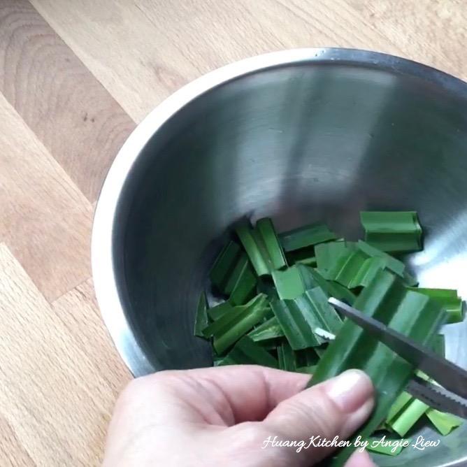 Đổi vị với bánh dẻo lá dứa trứng muối thơm mềm ngon tuyệt - 2