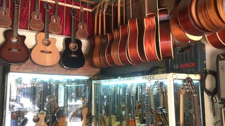 """Báo Mỹ viết về """"phố guitar"""" độc nhất vô nhị ở TP.HCM - 3"""