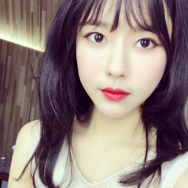 """Sau khi  """" Unknown Woman """"  lên sóng, nhiều người tò mò về cái tên Oh Ji Eun và  """" lùng sục """"  thông tin về cô. Nhiều người ngỡ ngàng khi thấy nhan sắc ngoài đời của nữ diễn viên sinh năm 1981 vì quá trẻ đẹp so với tuổi thật."""