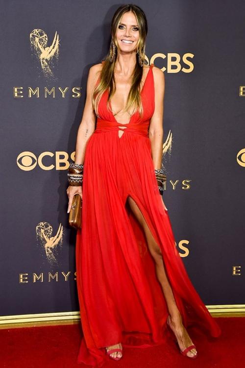 Cô béo xinh nhất Hollywood suýt hớ hênh vì váy xẻ bạo - 6