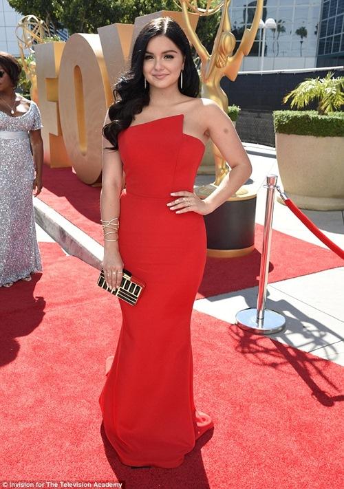 Cô béo xinh nhất Hollywood suýt hớ hênh vì váy xẻ bạo - 3