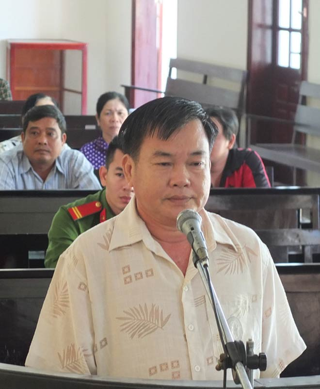 Sang Campuchia đá gà, thua sạch 85 tấn gạo - 1