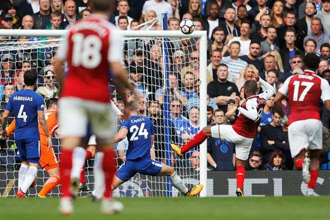 """Arsenal bất ổn: Sanchez cười nhạo vì Lacazette """"chân gỗ"""" - 1"""