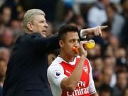 """Arsenal bất ổn: Sanchez cười nhạo vì Lacazette """"chân gỗ"""""""