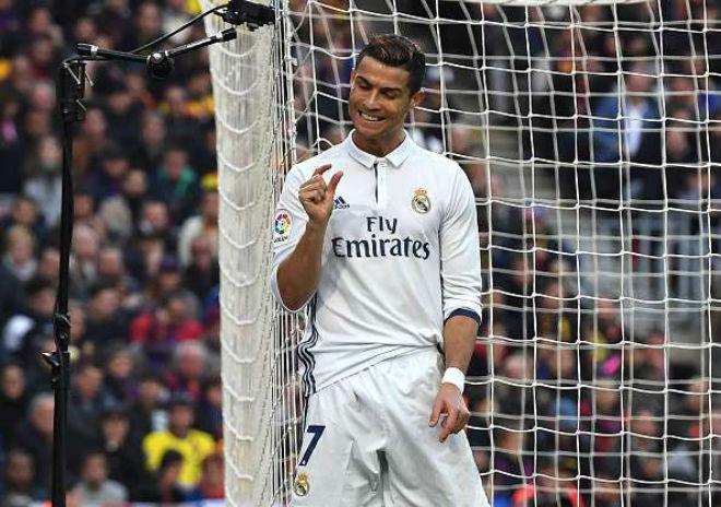 """Ronaldo sắp cưới vợ, đón con gái, ước làm """"người vô hình"""" - 1"""