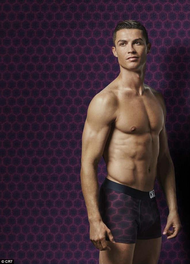 """Ronaldo sắp cưới vợ, đón con gái, ước làm """"người vô hình"""" - 5"""