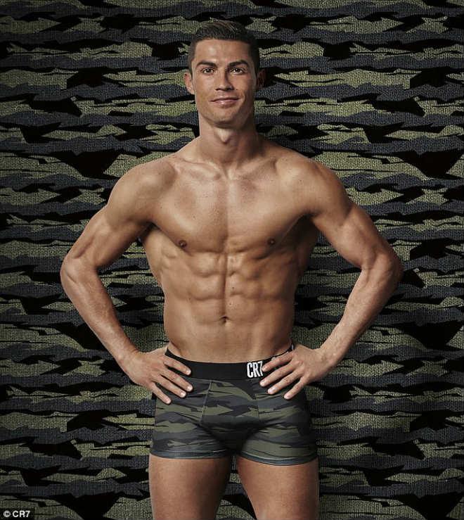 """Ronaldo sắp cưới vợ, đón con gái, ước làm """"người vô hình"""" - 7"""