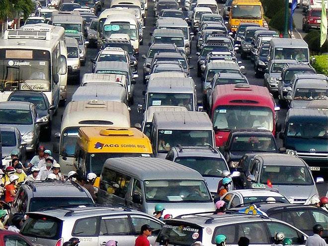Từ 2020, thu phí ô tô vào trung tâm TP.HCM - 1