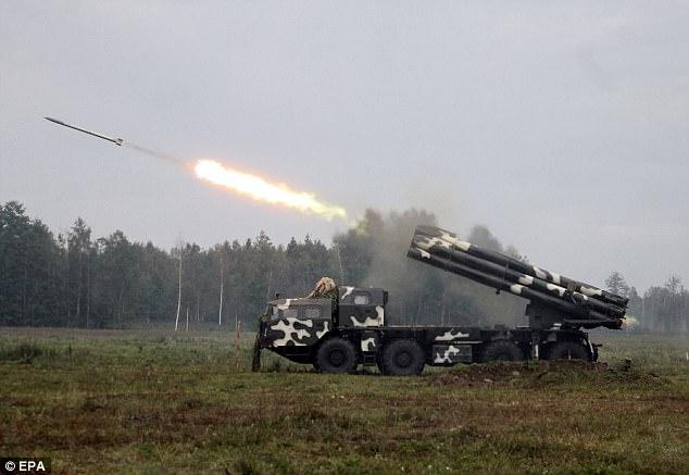 """Tướng NATO cảnh báo Putin đang """"chuẩn bị chiến tranh lớn"""" - 2"""