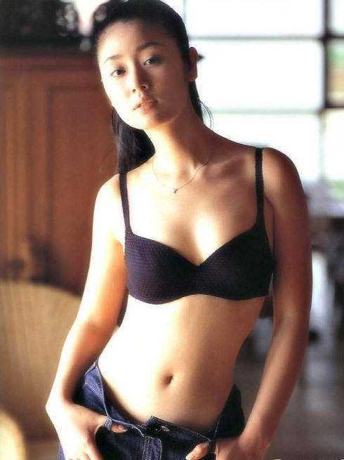 Ảnh bikini nóng bỏng hé lộ quá khứ của Lâm Tâm Như - 3
