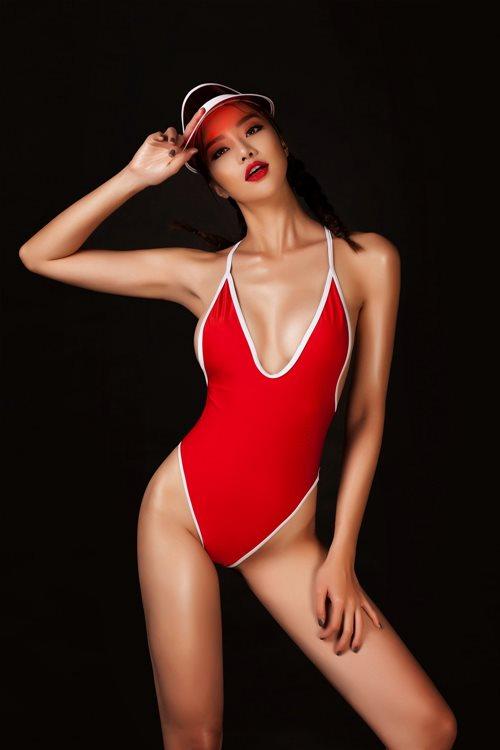 Choáng với áo tắm mặc như không của nàng hoa hậu Việt úp mở lấy đại gia - 2