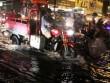 Sài Gòn mưa kèm theo sấm chớp đùng đùng, phố lại thành sông