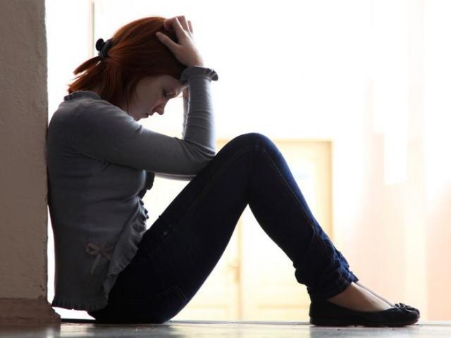 """Cô gái Anh đau đớn kể chuyện bị """"hàng ngàn người hãm hiếp"""""""