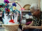"""Gia đình 70 năm """"nuôi"""" thiên nga bông giữa lòng Hà Nội"""