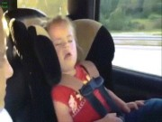 """Clip hài: Đang ngủ cũng phải bật dậy để """"quẩy"""""""