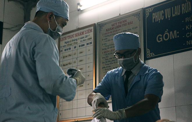 Tận mắt xem chuyên gia trang điểm cho tử thi - 4