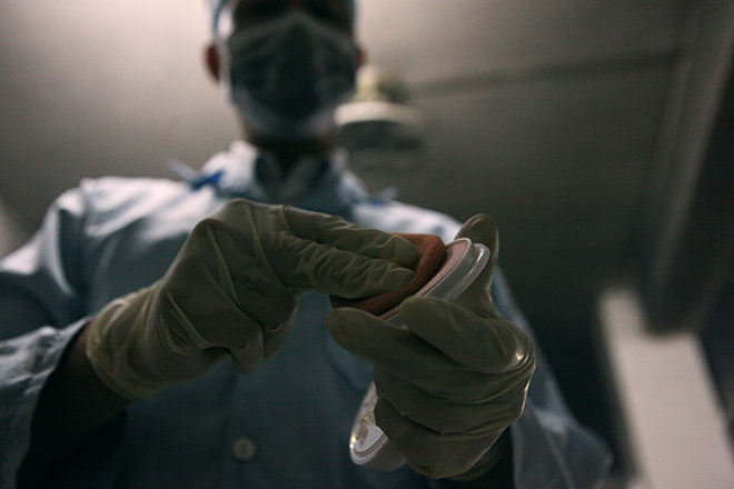 Tận mắt xem chuyên gia trang điểm cho tử thi - 7