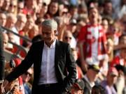 """MU thắng hú vía Southampton, Mourinho không hiểu vì sao nhận """"thẻ đỏ"""""""