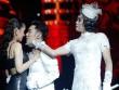 Hoài Linh giả gái đánh ghen Quang Hà trên sân khấu