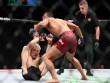 """UFC: U50 máu chiến, 90 giây bị tặng """"ngũ độc thần chưởng"""""""