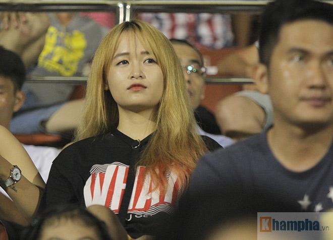 """""""Đùa"""" với Công Vinh, fan nữ HAGL nhận cái kết đắng - 8"""