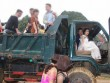 Xôn xao với màn rước dâu bằng 2 xe tải ở Hòa Bình