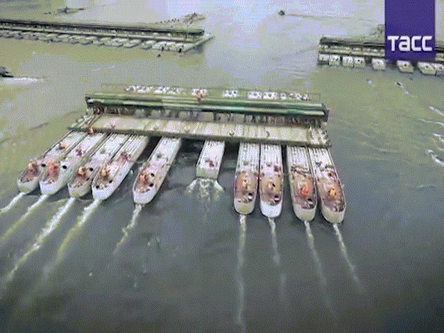 Video: Quân đội Nga thần tốc lắp cầu phao đường sắt