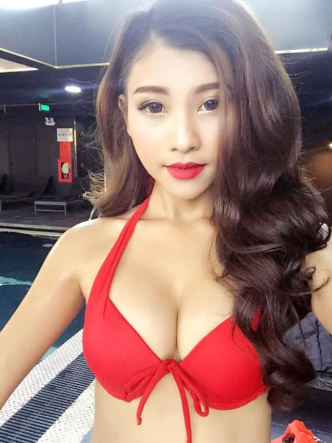 Kể từ khi xuất hiện trong bộ ảnh hóa thân thành cô lang y diện áo yếm mỏng tang, Nguyễn Thị Cẩm Nhung (sinh năm 1996, TP.HCM) trở thành cái tên nổi danh mạng xã hội.