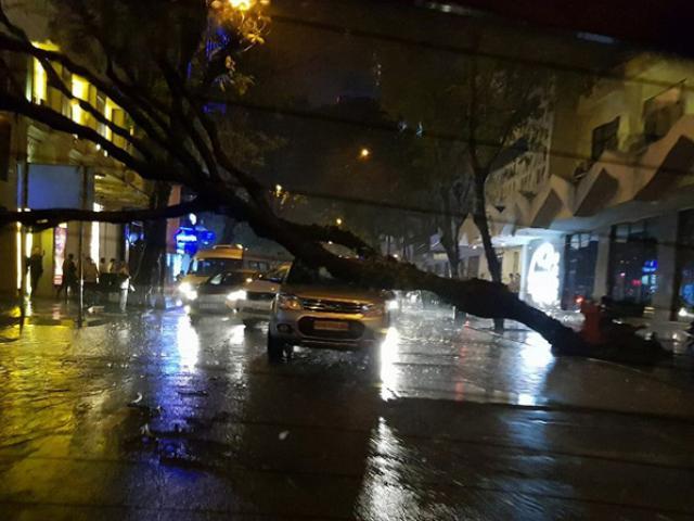 """Có """"quái vật"""" hút nước, đường phố SG vẫn thành """"sông"""" sau cơn mưa - 15"""