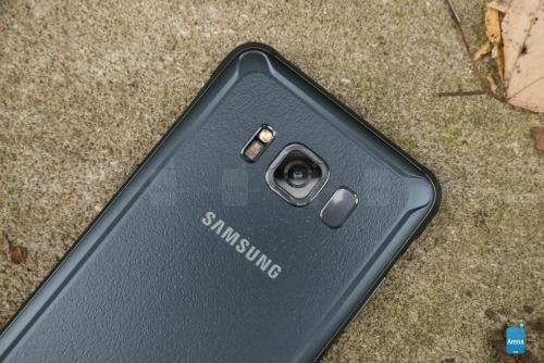 """Đánh giá Samsung Galaxy S8 Active: Bền hơn, pin """"khủng"""" hơn - 11"""