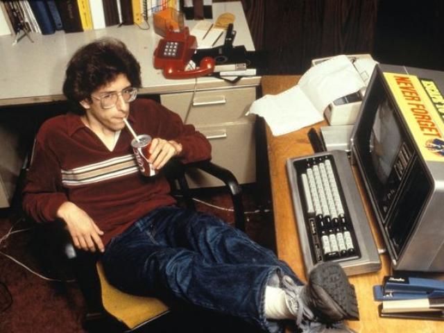 """Cuộc đời bi kịch của hacker bị FBI coi là """"đặc biệt nguy hiểm"""" - 2"""