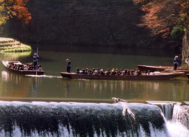 """""""Trốn đời"""" đi chèo thuyền, ngắm cá ở ngọn núi đẹp tựa tiên cảnh - 9"""