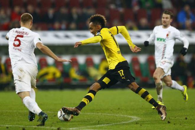 Augsburg - Dortmund: Cựu SAO MU tung đòn kết liễu - 1